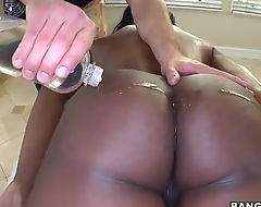 Nyomi Banxxx calls for will not hear of private masseur. He's one of the greatest among his kind, so she entirely trusts will not hear of tits plus irritant secure his hands, but that guy does concerning than she's asked.