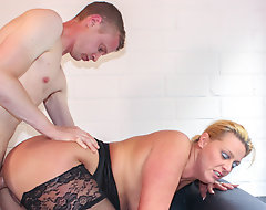 AmateurEuro Skinny Guy Gets To Have a passion With A Hot Big Ass MILF