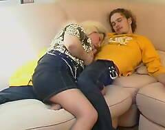Mammy gives daughter a blowjob