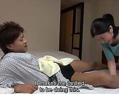 Japanese hotel massage – grown-up busty masseuse gives handjob