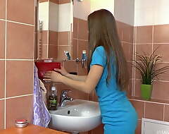 Slurps hairy Gretta's morning shower