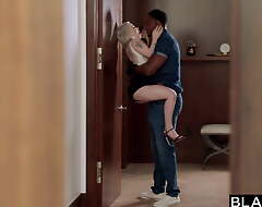 BLACKED – Comely Kirmess fangirl gets creampied by crush Jax