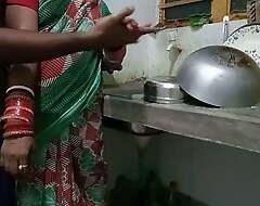 Kitchen Me Kaam Kar Rhi Saali Ko Jabardasti Choda Niche Me